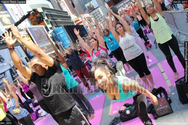 yoga-in-times-square-003
