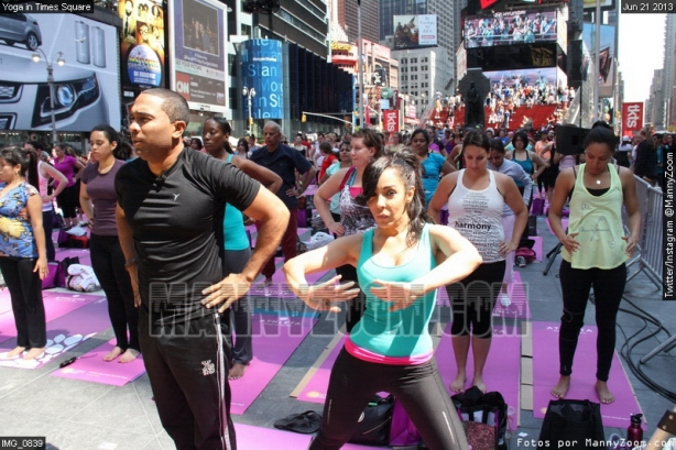 yoga-in-times-square-007