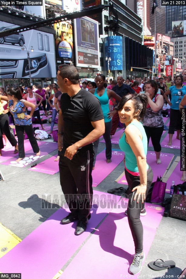 yoga-in-times-square-008