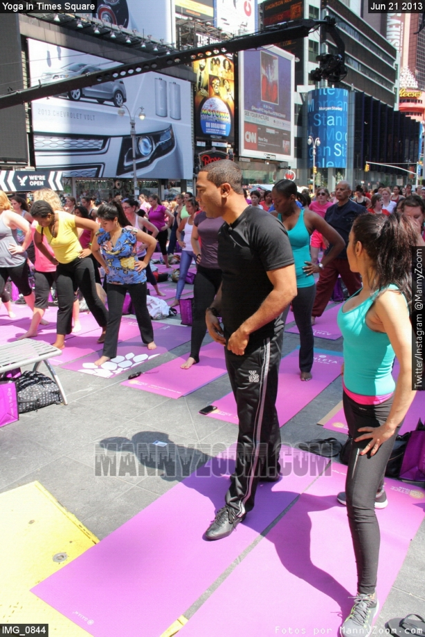 yoga-in-times-square-009