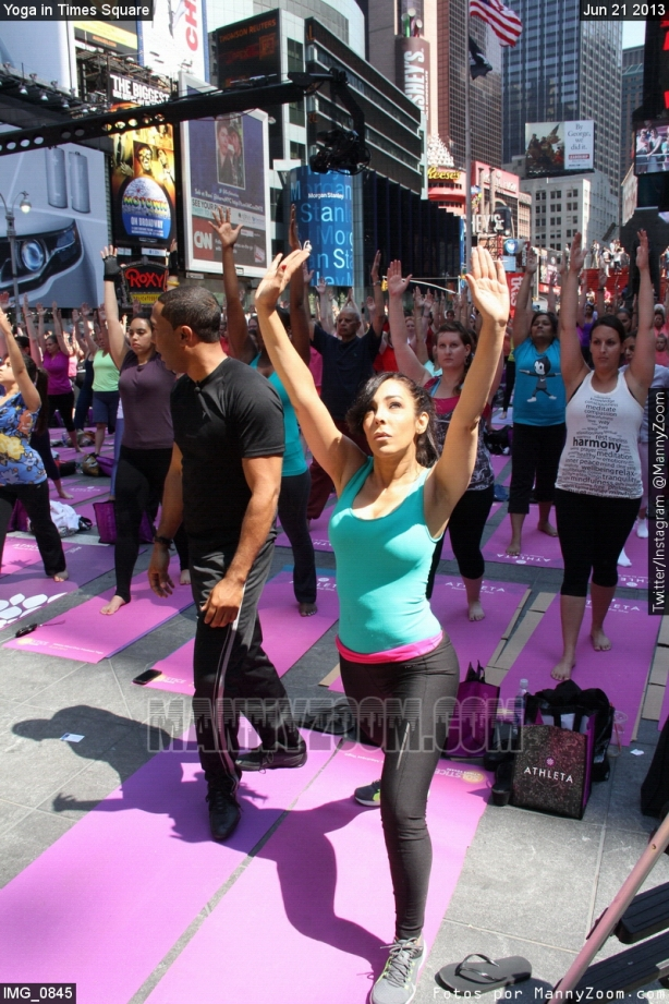 yoga-in-times-square-010
