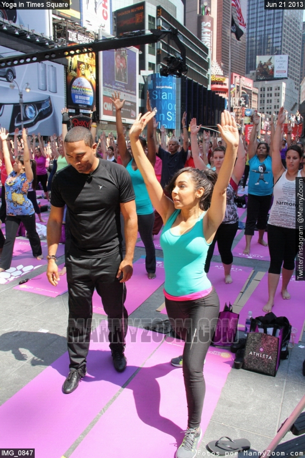 yoga-in-times-square-011