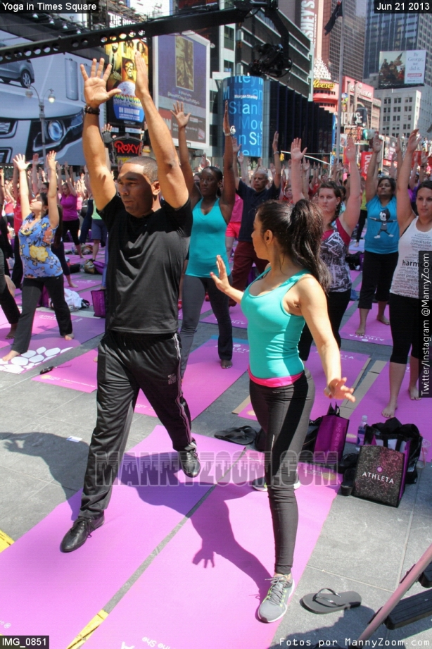 yoga-in-times-square-013