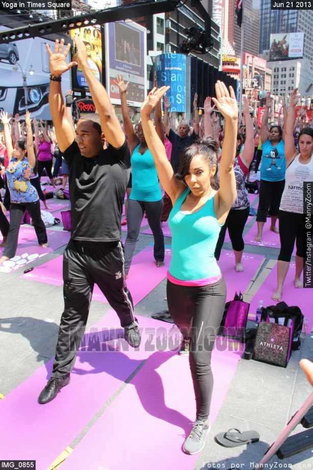 yoga-in-times-square-014