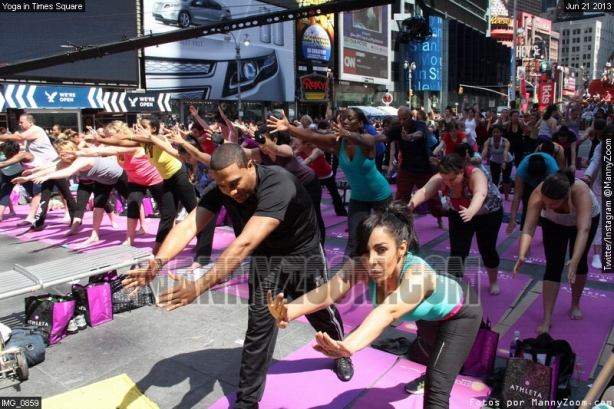 yoga-in-times-square-016