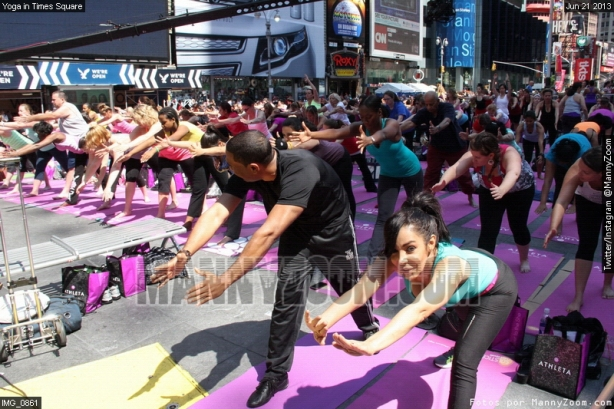 yoga-in-times-square-017