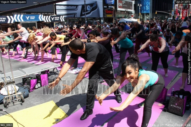 yoga-in-times-square-018