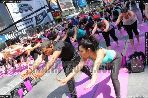 yoga-in-times-square-019