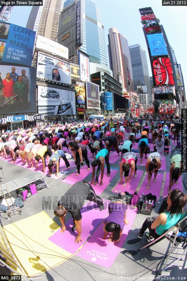 yoga-in-times-square-020