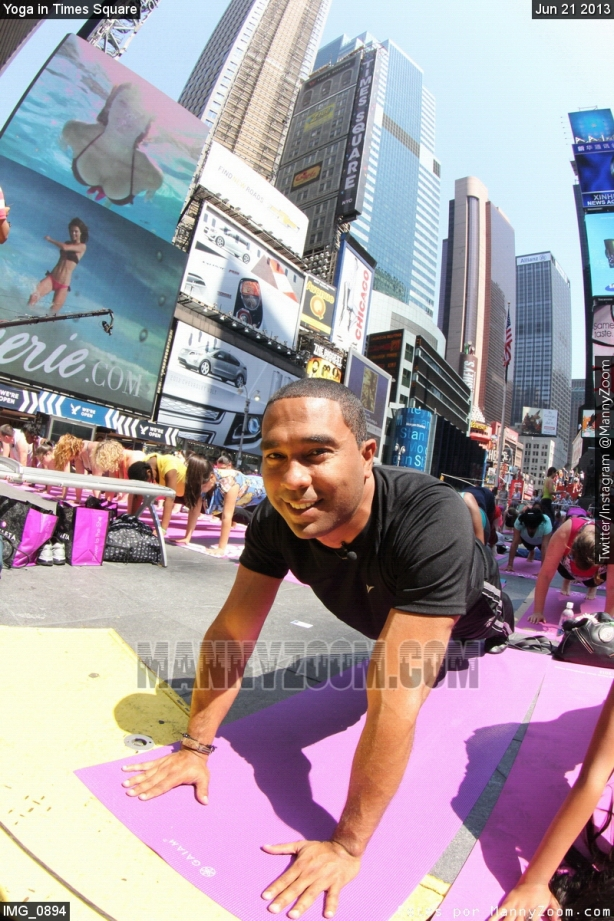 yoga-in-times-square-030