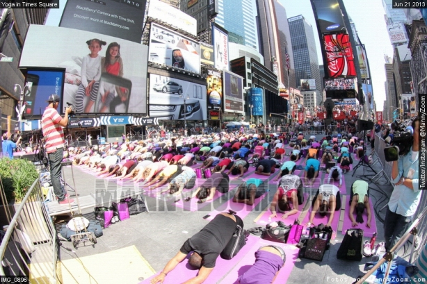 yoga-in-times-square-031